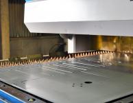 株式会社伊藤鉄工所が保有する澁谷工業の炭酸ガスレーザー加工機SPL3725EB/SOL20Vの写真