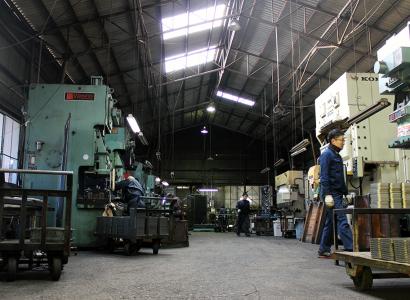 株式会社伊藤鉄工所の町工場のような社内風景